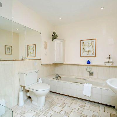 Upper Mill House bathroom ensuite